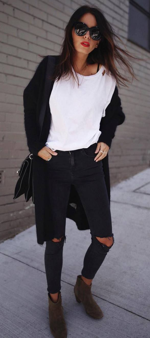 cozy fall inspiration_black cardigan + t-shirt + bag + black rips + boots