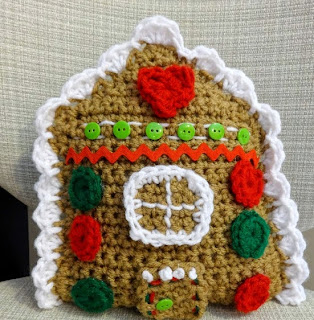 http://translate.google.es/translate?hl=es&sl=en&u=http://www.fiberfluxblog.com/2013/12/free-crochet-patterngingerbread-house.html&prev=search