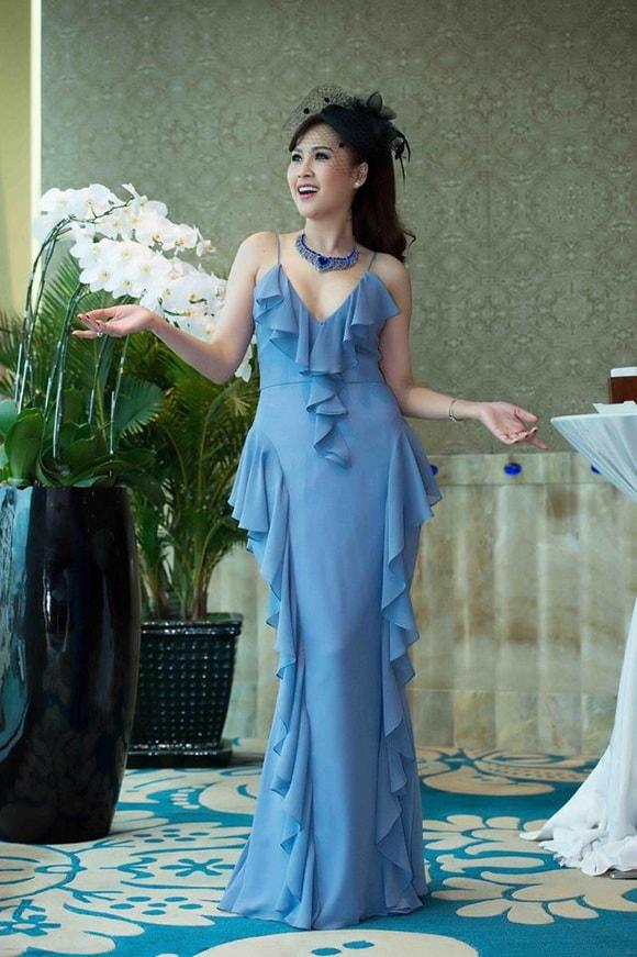 'Gái nhảy' Minh Thư diện váy xanh tiên cá khoe vẻ đẹp gợi cảm tuổi 42 -10