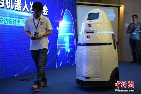 AnBot - um policial mecânico capaz de eletrocutar criminosos