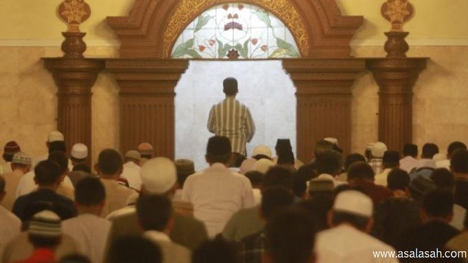 http://www.asalasah.com/2016/06/subhanallah-imam-masjid-meninggal-saat.html