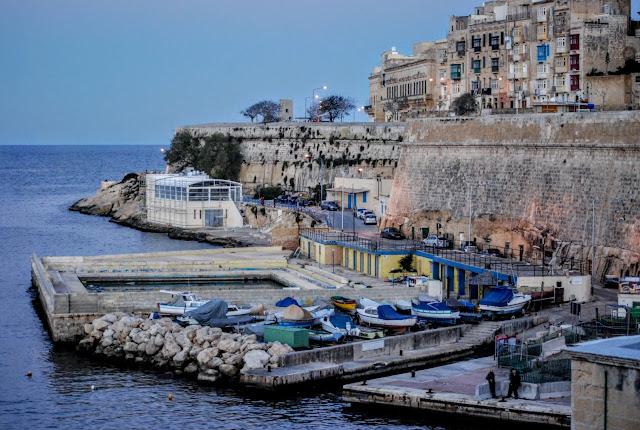 Il-Belt Valletta (Valletta), Malta (Repubblika ta' Malta, Republic of Malta, Republika Malty)