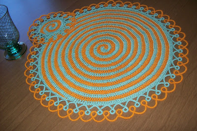 Crochet placemat with tatting edging - Sottopiatto all'uncinetto con bordo a chiacchierino