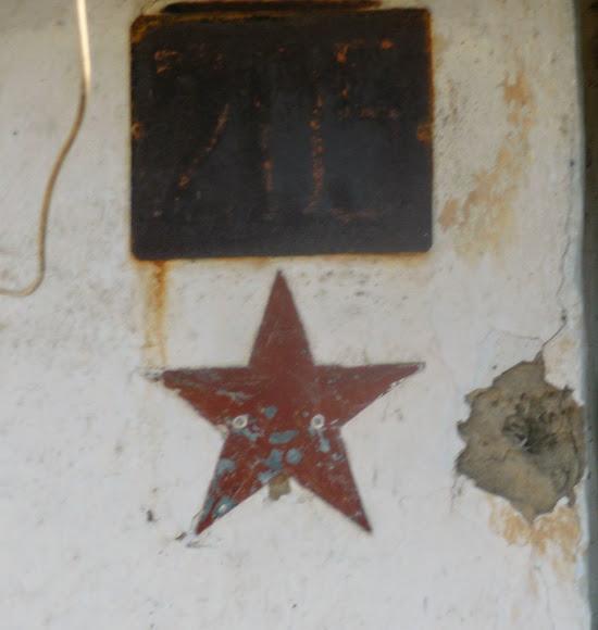 Васильківка. Район Низ. Вулиця Соборна. Зірка на будинку ветерана