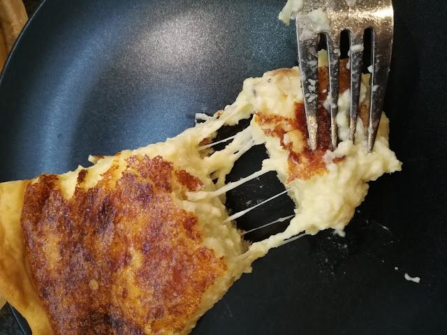 würziger Käsekuchen mit Gruyere
