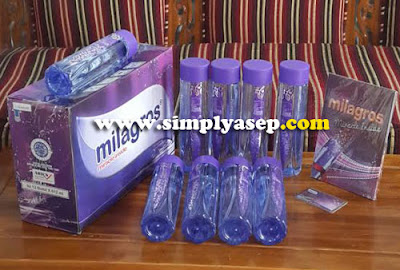 Milagros Air Alkali dalam kemasan 1 dus terdiri atas 12 botol produk, 1 kartu Aktivasi, dan Buku Starter Kit atau Hak Usaha.  Foto Asep Haryono