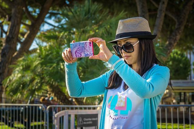 Rekomendasi 4 HP Kamera Terbaik Setara Kamera Fotografi