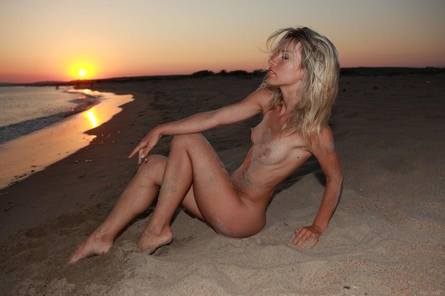 [Stunning18] Nicole V - Sunset