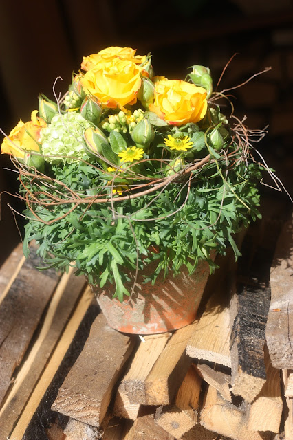 Get together, yellow flowers, Shades of pink, weddings abroard, mountain wedding at the lake, wedding, Bavaria, Germany, Garmisch, Riessersee Hotel, getting married in Bavaria, wedding planner Uschi Glas