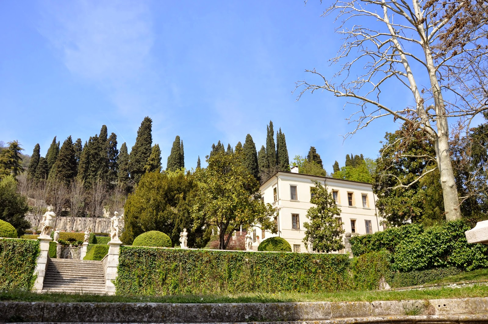A view of the main house and the park of Villa da Schio, Costozza
