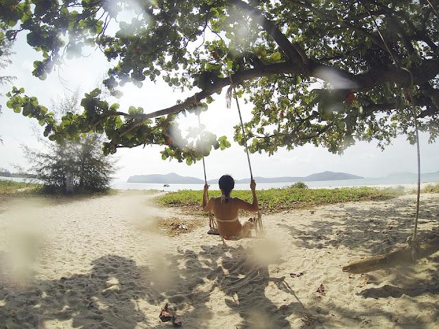 tropical-beach-1149937_960_720.jpg