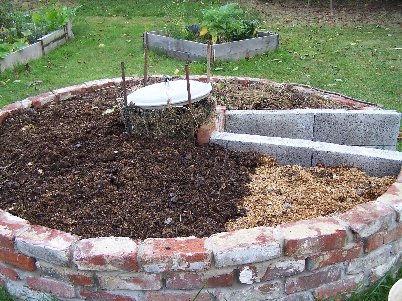 comment jardiner dans un potager en carr s une butte un. Black Bedroom Furniture Sets. Home Design Ideas