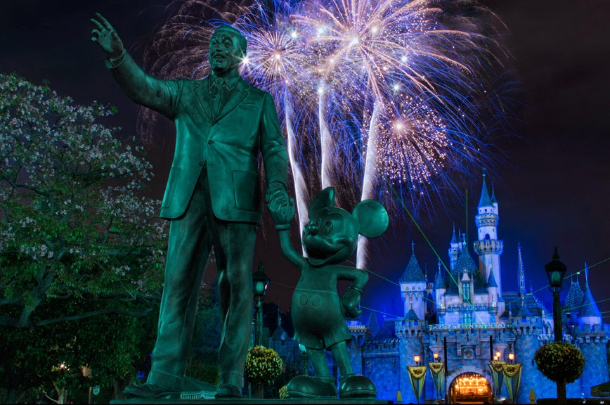 16. Disneyland Castle Fireworks – Anaheim, California - 27 Amazing Travel Photos That Will Infect You With The Travel Bug