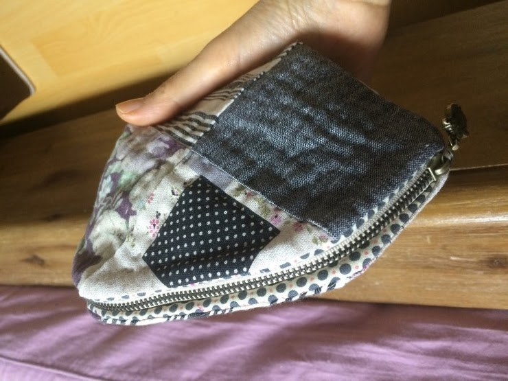 Quilted Patchwork Cosmetic Case Makeup Bag Padded Zipper Pouch. DIY Tutorial in Pictures.