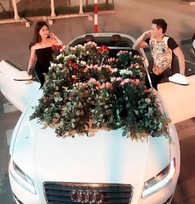 9X được bạn trai lái Audi tặng 999 đóa hoa hồng ngày 20/10