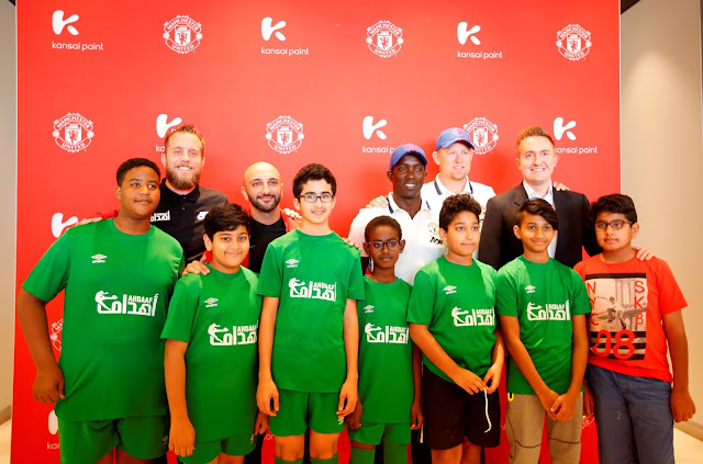 The football legends and Kansai Paint team meeting young Manchester Unit...