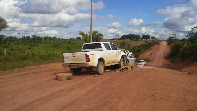 Acidente violento entre camionete e pickup mata um dos motoristas