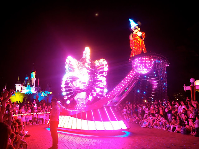 Sorcerer Mickey Mouse float in the Paint the Night parade | Disneyland Hong Kong