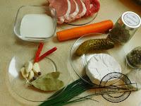 Schabowe roladki w sosie camembert z pieczonymi ziemniakami schab marchew śmietana camembert sos śmietanowy papryczka chilli peperoncini  czosnek niedźwiedzi mechanik w kuchni danie główne przepis MwK