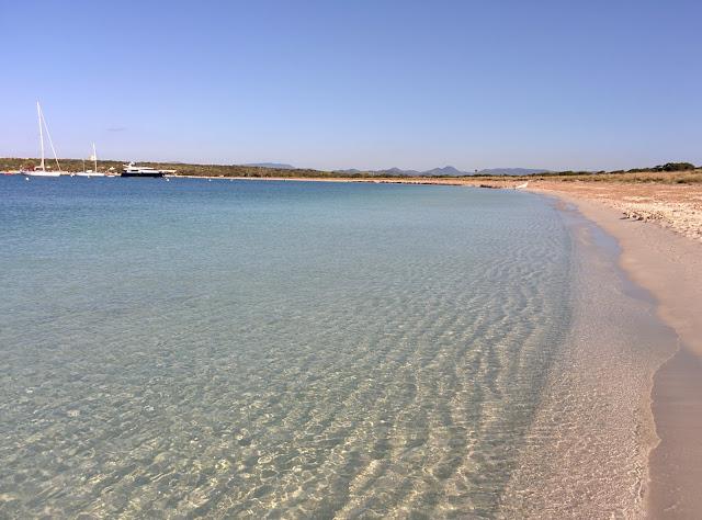 acqua e spiaggia incantevole a Formentera