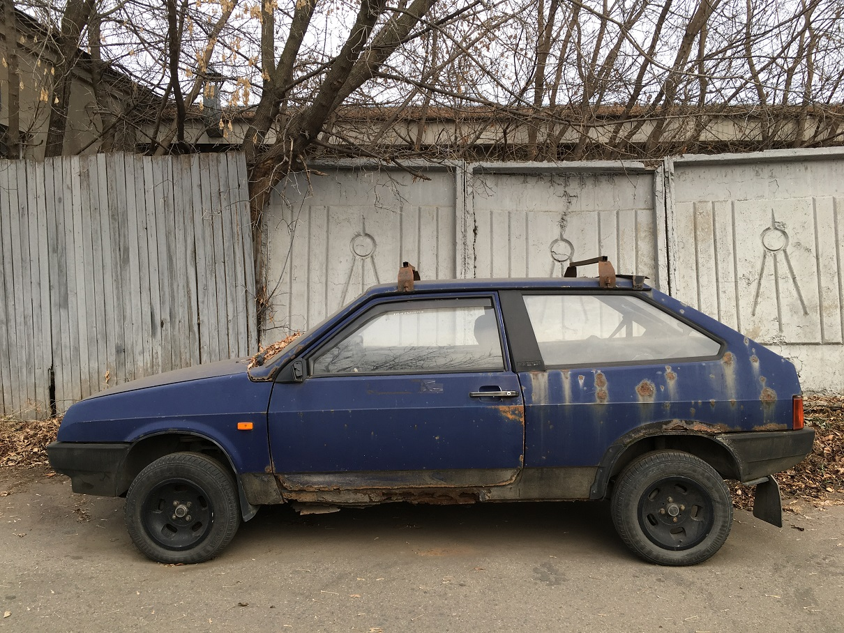 Here is a Lada VAZ-2108 3-door FWD hatchback model.