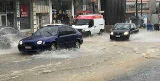 Πνίγεται η Θεσσαλονίκη! Βούλιαξαν οι δρόμοι – Βροχή και αέρας δημιούργησαν σκηνικό καταστροφής [pics, vid]