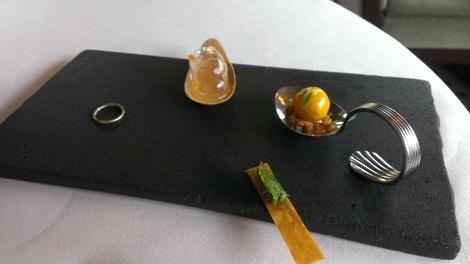 Mise en bouche restaurant Pavillon Ledoyen Paris 08 ème.