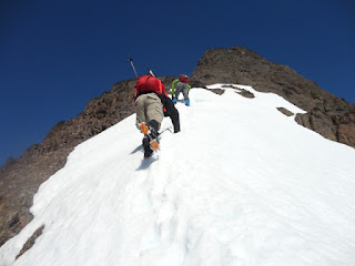 Me! descending to the col between the summit gully and the thumb