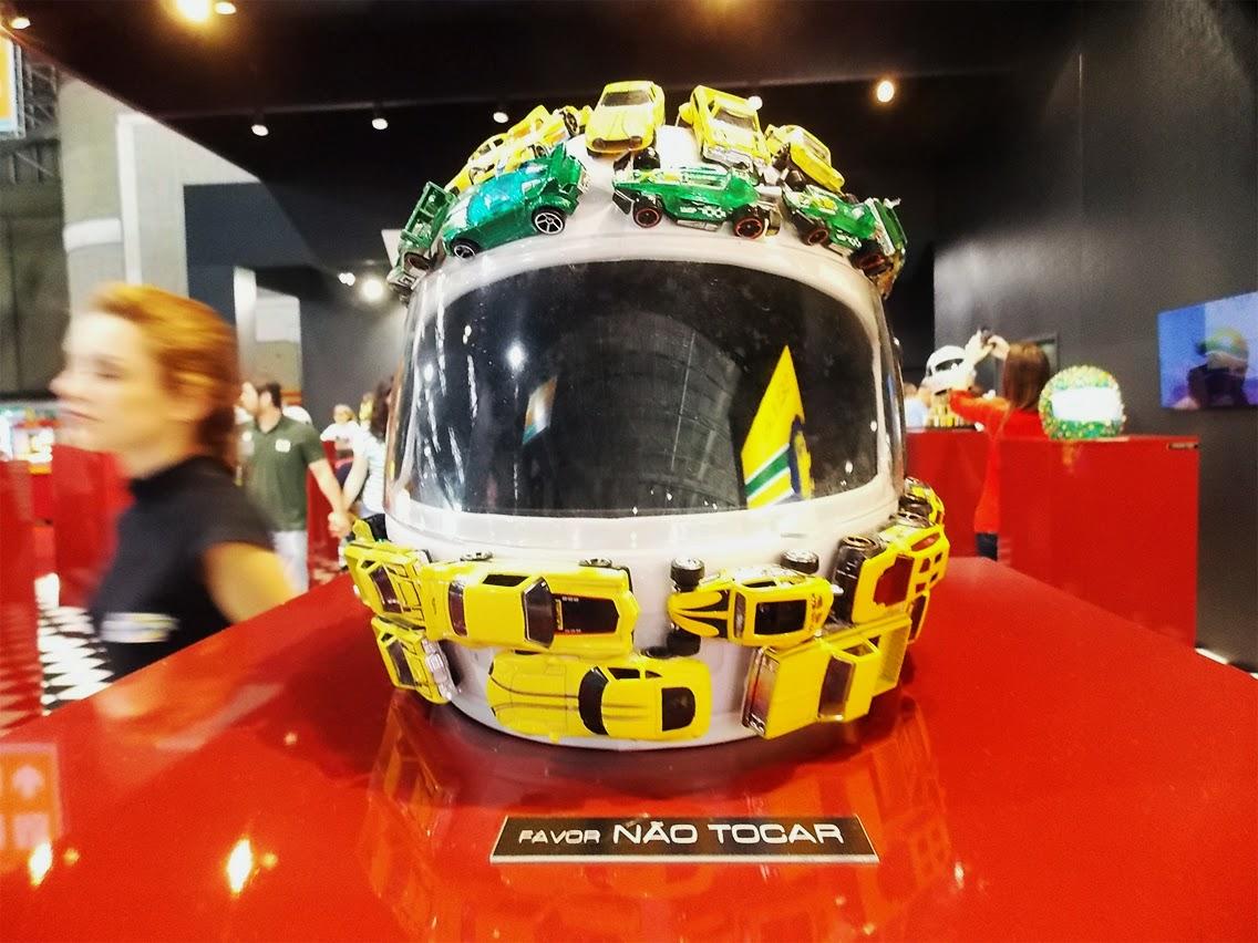 capacete feito por Felipe Andreolli em homenagem a Ayrton Senna