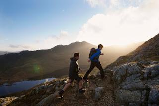 Arti Mimpi Naik Gunung Jalan Kaki Sampai Puncak Sama Pacar
