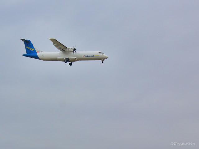 """Avioane - Un avion """"suspendat"""" în aer nu îti oferã prea multe informatii (în afara detaliilor legate de avion si de numele operatorului de zbor) - blog FOTO-IDEEA"""