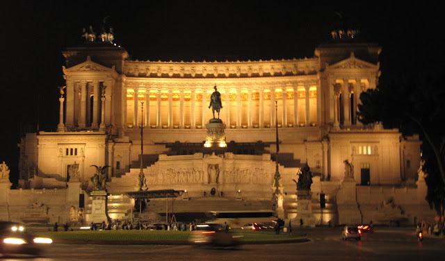 Monumento a Vittorio Emanuele de noche