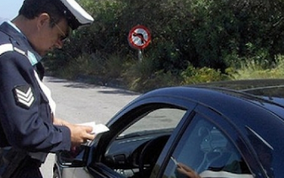 Γυναίκα οδηγός στην Πάτρα επιτέθηκε σε τροχονόμο επειδή της έκοψε κλήση
