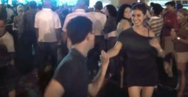 Έφηβος της ζήτησε ευγενικά να χορέψουν. Δεν είχε ιδέα όμως, τι θα της κάνει…
