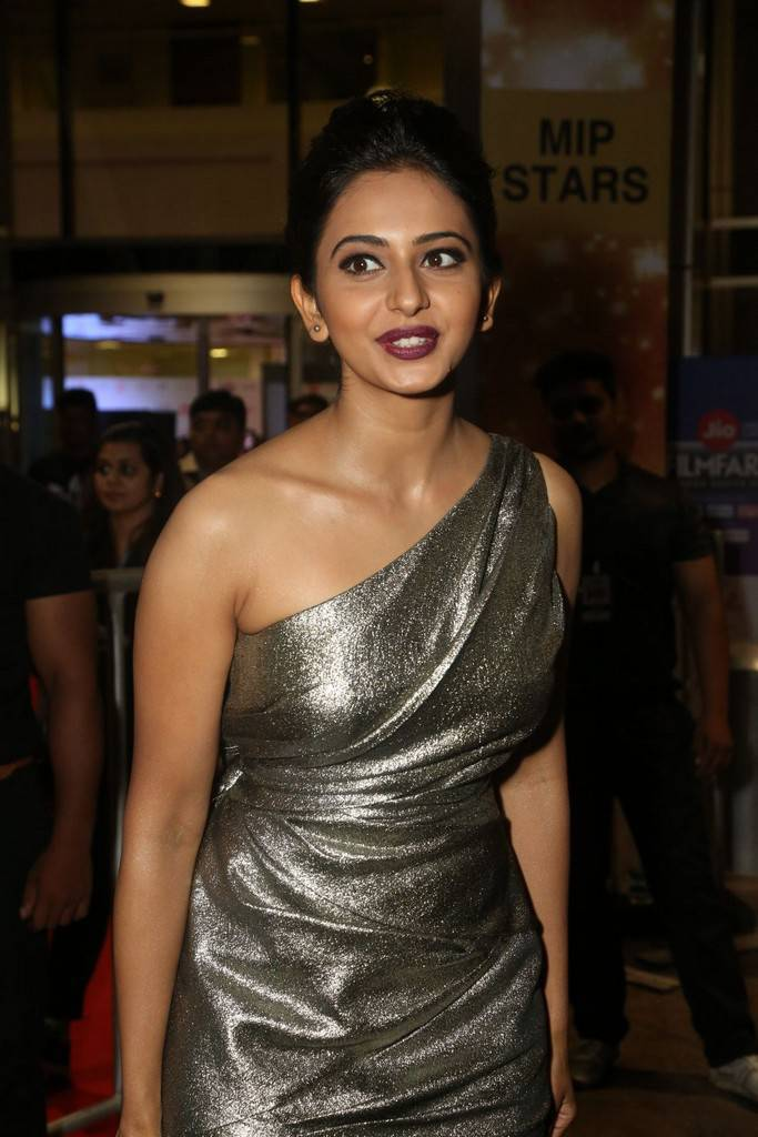 Rakul Preet Singh At 64th Filmfare Awards 2017 Gallery