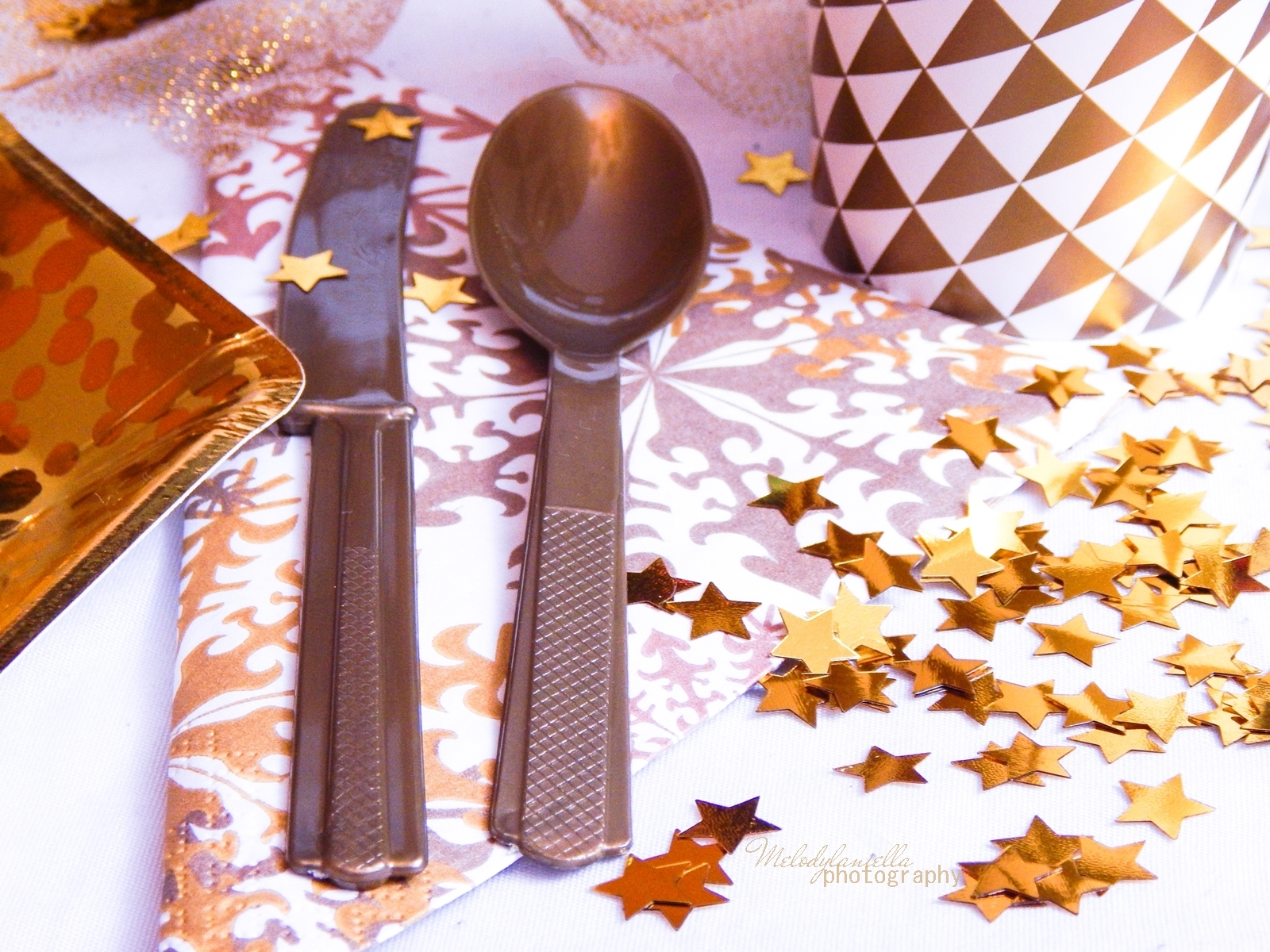 2 jak udekorować stół na imprezę dekoracja stołu karnawałowego świątecznego weselnego urodzinowego dekoracje dodatki partybox.pl partybox sklep z dodatkami na imprezy ciekawe gadżety