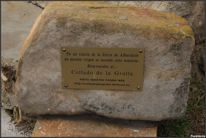 Collado De La Grulla. Cartel de bienvenida indicando su Página Web
