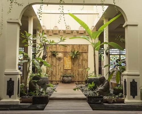 Tinuku.com Bamboo Bamboo Homestay impressive use bamboo materials into modern architecture as luxury decor