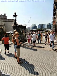 Ayuntamiento de Londres, al fondo.
