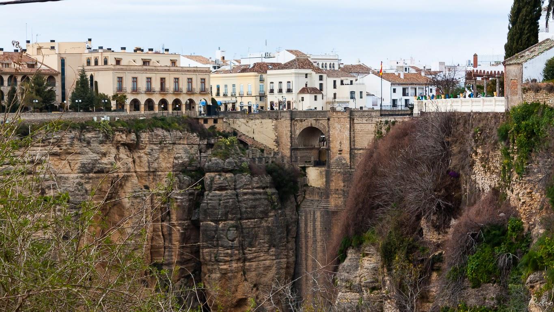 Acando puente de andaluc a 3 setenil de las bodegas y for Oficina de turismo ronda