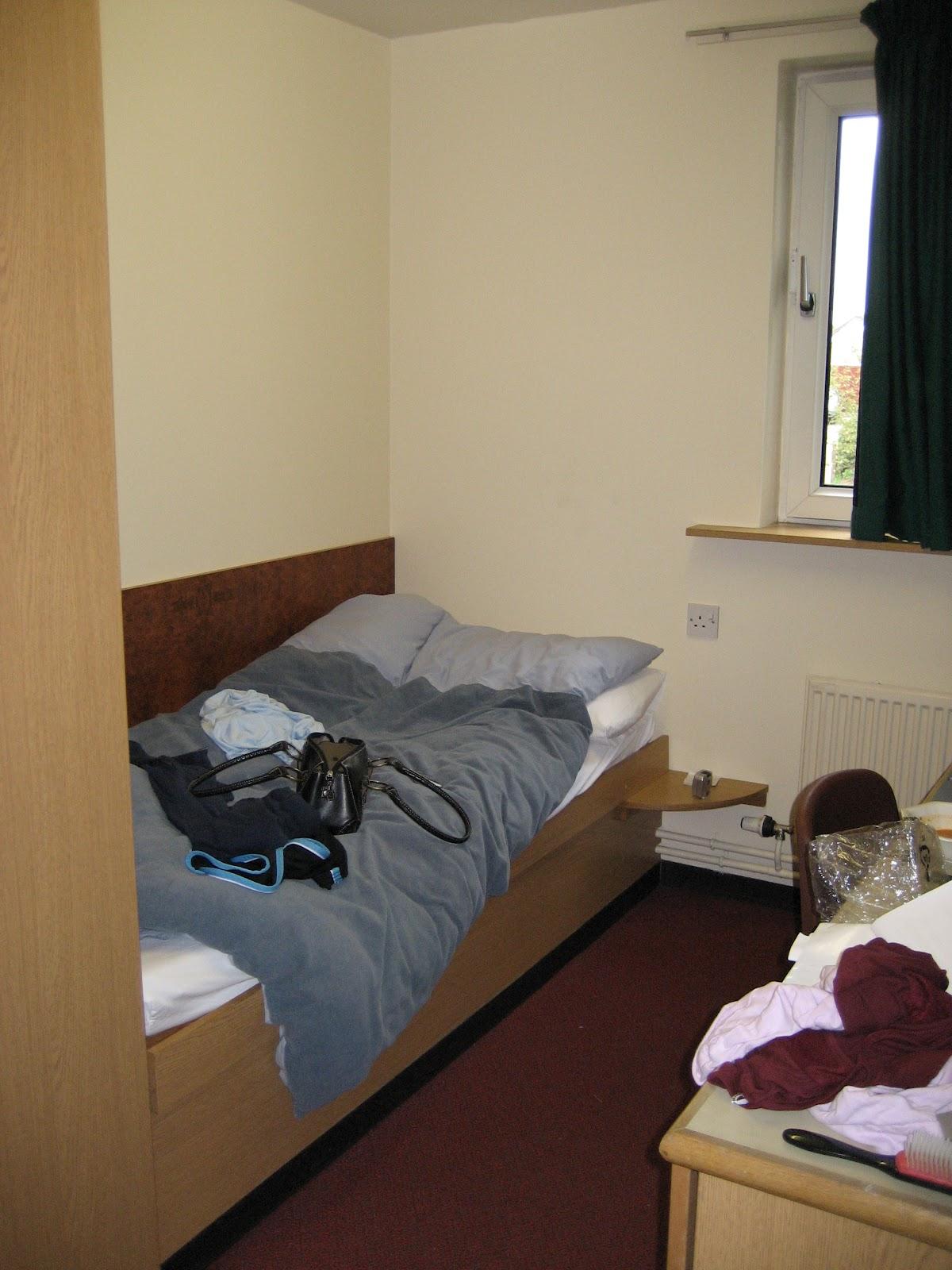 Landing Shortly A Peek Inside A Uea Dorm Room