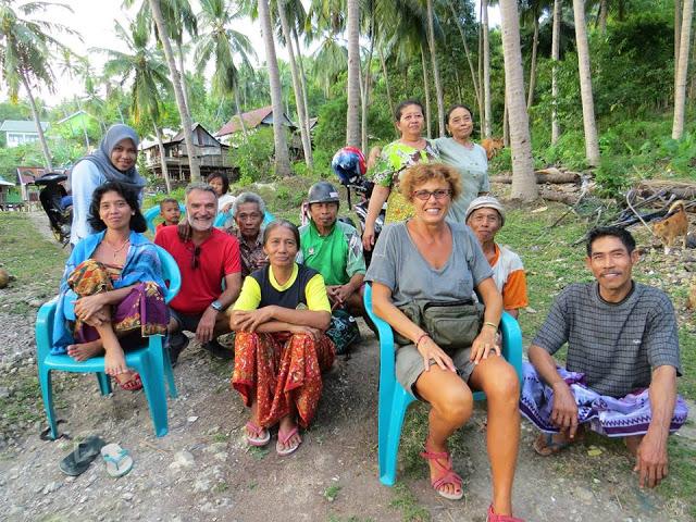 Rico dan Gaby Bersama Warga Dusun Dodaiya © Ghamal Wahab / Mata Ikan