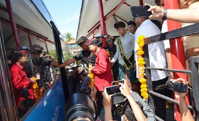 Gubernur Koster Berharap Layanan Trans Sarbagita di Bandara Ngurah Rai Jadi Pilihan Wisatawan