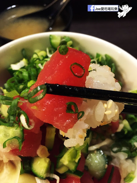 IMG 8868 - 【台中美食】 鱻屋 位於台中精誠路上的平價鮮魚蓋飯   絕對新鮮   海鮮丼飯  平價丼飯   精明商圈  