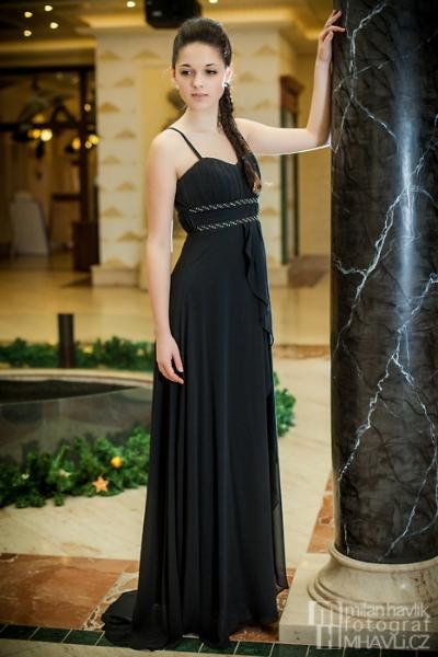 79db2a6289f1 Večerní a plesové šaty 2013 - inspirace na plesovou sezonu ...