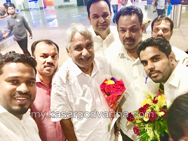 Dubai, News, Gulf, Oommen Chandy, Reception, Airport, Reception for Oommen Chandy in Dubai.