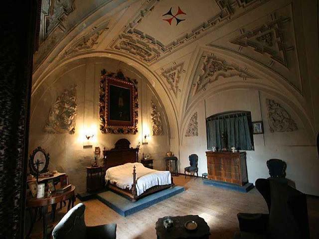 Convento de la Trinidad de Cuéllar (Segovia), transformado em residência e depois à venda