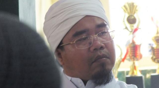 Ketum MUI Sumbar: Apakah Harus Pakai 'Islam Nusantara', Baru tak Radikal?