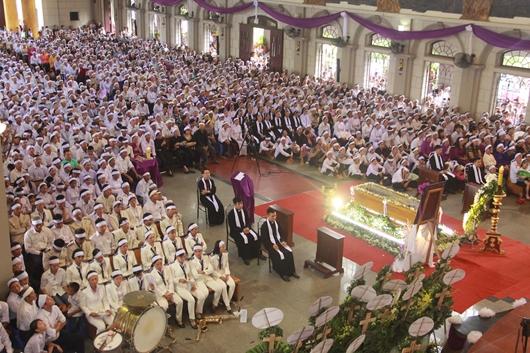 Ngày thứ Ba: Kính viếng và cầu nguyện cho Đức cha Phanxicô Xaviê Nguyễn Văn Sang - Ảnh minh hoạ 37
