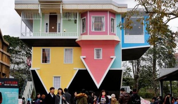 Desain Rumah Terbalik